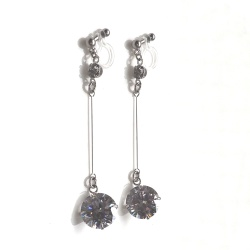 "<img src=""bridal-wedding-dangle-cubic-ziconia-cz-crystal-diamond-invisible-clip-on-earrings5.jpg"" alt=""pierced look and comfortable Pierced look and comfortable dangle wedding bridal large cubic zirconiachandelier invisible clip on earringss 耳環夾 ノンホールピアス""/>"