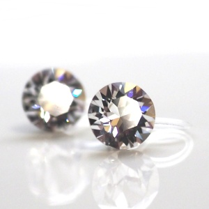 "<img src=""bridal-wedding-swarovski-cystal-invisible-clip-on-stud-earrings.jpg"" alt=""pierced look and comfortable Comfortable and pierced look bridal wedding swarovski crystal rhinestone invisible clip on earrings bridal jewelry by MiyabiGrace 耳環夾 ノンホールピアス 夾式耳環""/>"