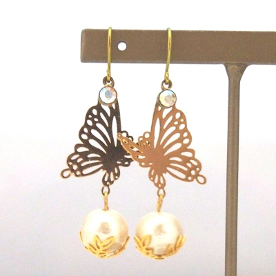 Butterflies in Spring: Butterflies and light beige Japanese cotton pearl earrings