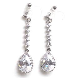 "<img src=""comfortable-bridal-wedding-dangle-drop-silver-cz-crystal-invisible-clip-on-earrings-miyabigrace2.jpg"" alt=""pierced look and comfortable Comfortable and pierced look dangle bridal wedding cz cubic zirconia crystal teardrop invisible clip on earrings MiyabiGrace 夾耳環 ノンホールピアス""/>"