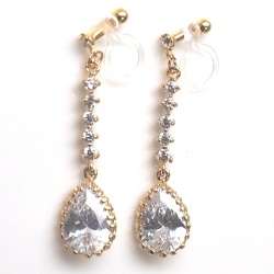 "<img src=""comfortable-bridal-wedding-dangle-gold-cz-crystal-invisible-clip-on-earrings-miyabigrace2.jpg"" alt=""pierced look and comfortable Comfortable and pierced look dangle gold bridal wedding cz cubic zirconia crystal teardrop invisible clip on earrings MiyabiGrace 夾耳環 ノンホールピアス""/>"