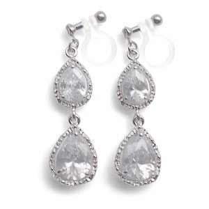 "<img src=""comfortable-bridal-wedding-silver-chandelier-cz-cubic-zirconia-crystal-invisible-clip-on-earrings-miyabigrace2.jpg"" alt=""pierced look and comfortable Comfortable and pierced look bridal wedding dangle silver teardrop chandelier cubic zirconia cz crystal invisible clip on earrings bridal jewelry by MiyabiGrace 耳環夾 ノンホールピアス 夾式耳環""/>"