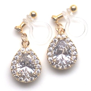 "<img src=""comfortable-bridal-wedding-teardrop-cz-crystal-invisible-clip-on-earrings-miyabigrace6.jpg"" alt=""pierced look and comfortable Comfortable and pierced look bridal wedding dangle silver teardrop pave cubic zirconia cz crystal invisible clip on earrings bridal jewelry by MiyabiGrace 耳環夾 ノンホールピアス 夾式耳環""/>"