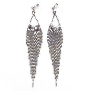 "<img src=""comfortable-dangle-chandelier-silver-fringe-crystal-invisible-clip-on-earrings-miyabigrace-31.jpg"" alt=""pierced look and comfortable Comfortable and pierced look dangle long silver fringe Chandelier rhinestone crystal invisible clip on earrings by MiyabiGrace 夾耳環 ノンホールピアス""/>"