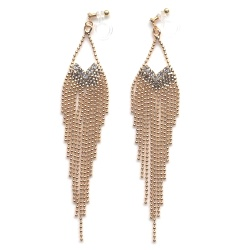 """<img src=""""comfortable-dangle-gold-fringe-crystal-chandelier-invisible-clip-on-earrings-miyabigrace12.jpg"""" alt=""""pierced look and comfortable Comfortable and pierced look dangle gold fringe chain chandelier crystal invisible clip on earrings MiyabiGrace 夾耳環 ノンホールピアス""""/>"""