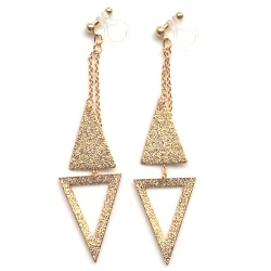 "<img src=""comfortable-dangle-metallic-gold-trangle-invisible-clip-on-earrings-miyabigrace-5.jpg"" alt=""pierced look and comfortable Comfortable and pierced look dangle gold double triangle geometric minimalist invisible clip on earrings MiyabiGrace 夾耳環 ノンホールピアス""/>"