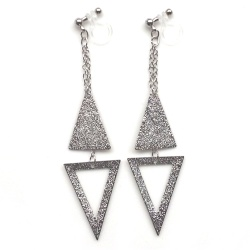 "<img src=""comfortable-dangle-metallic-silver-triangle-invisible-clip-on-earrings-miyabigrace-3.jpg"" alt=""pierced look and comfortable Comfortable and pierced look dangle silver double triangle geometric minimalist invisible clip on earrings MiyabiGrace 夾耳環 ノンホールピアス""/>"