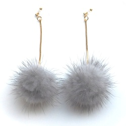 "<img src=""comfortable-dangle-mink-fur-gray-pom-pom-invisible-clip-on-earrings-miyabigrace3.jpg"" alt=""pierced look and comfortable Comfortable and pierced look dangle gray genuine mink fur pompom invisible clip on earrings MiyabiGrace 夾耳環 ノンホールピアス""/>"