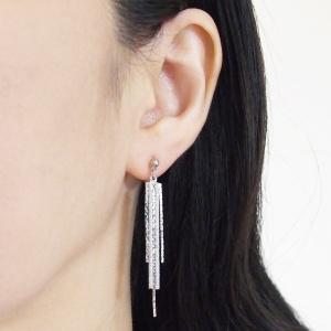 "<img src=""comfortable-dangle-silver-thread-chain-inivisible-clip-on-earrings-miyabigrace-8.jpg"" alt=""pierced look and comfortable Comfortable and pierced look dangle long silver threader metallic shiny chain invisible clip on earrings by MiyabiGrace 耳環夾 ノンホールピアス 夾式耳環""/>"