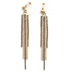 "<img src=""comfortable-danlge-gold-thread-chain-invisible-clip-on-earrings-miyabigrace-3.jpg"" alt=""pierced look and comfortable Comfortable and pierced look dangle metallic gold bar thread invisible clip on earrings MiyabiGrace 夾耳環 ノンホールピアス""/>"