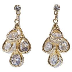 "<img src=""comfortable-pierced-look-bridal-wedding-dangle-teardrop-gold-cubic-zirconia-crystal-cz-invisible-clip-on-earrings-miyabigrace3.jpg"" alt=""pierced look and comfortable Bridal wedding gold teardrop dangle cubic zirconia crystal cz invisible clip on earrings MiyabiGrace 夾耳環 ノンホールピアス""/>"