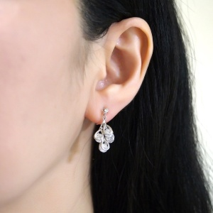 "<img src=""comfortable-pierced-look-bridal-wedding-dangle-teardrop-silver-cubic-zirconia-crystal-cz-invisible-clip-on-earrings-miyabigrace2.jpg"" alt=""pierced look and comfortable Comfortable and pierced look bridal wedding dangle silver teardrop chandelier cubic zirconia cz crystal invisible clip on earrings bridal jewelry by MiyabiGrace 夾耳環 ノンホールピアス 夾式耳環""/>"