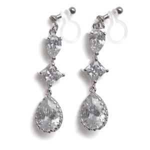 "<img src=""comfortable-pierced-look-dangle-chandelier-silver-cz-cubic-zirconia-crystal-invisible-clip-on-earrings-miyabigrace2.jpg"" alt=""pierced look and comfortable Comfortable and pierced look bridal wedding dangle silver teardrop chandelier cubic zirconia cz crystal invisible clip on earrings bridal jewelry by MiyabiGrace 耳環夾 ノンホールピアス 夾式耳環""/>"