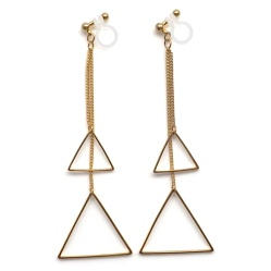 "<img src=""comfortable-pierced-look-dangle-gold-triangle-invisible-clip-on-earrings-miyabigrace2.jpg"" alt=""pierced look and comfortable Comfortable and pierced look dangle gold triangle geometric invisible clip on earrings MiyabiGrace 夾耳環 ノンホールピアス""/>"