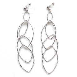 "<img src=""comfortable-pierced-look-dangle-long-silver-hoop-invisible-clip-on-earrings-miyabigrace2.jpg"" alt=""pierced look and comfortable Comfortable and pierced look dangle silver invisible clip on hoop earrings 夾耳環 ノンホールピアス MiyabiGrace""/>"
