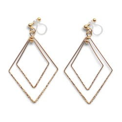 "<img src=""comfortable-pierced-look-dangle-shiny-rotatable-textured-gold-double-square-diamond-hoop-invisible-clip-on-earrings-miyabigrace-e5a4bee880b3e792b0-e5a4bee5bc8fe880b3e792b0.jpg"" alt=""pierced look and comfortable Comfortable and pierced look dangle gold double diamond square hoop tribal invisible clip on earrings by MiyabiGrace 耳環夾 ノンホールピアス 夾式耳環""/>"