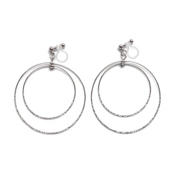 "<img src=""comfortable-pierced-look-dangle-shiny-rotatable-textured-silver-double-circle-hoop-invisible-clip-on-earrings-miyabigrace-e5a4bee880b3e792b0-e5a4bee5bc8fe880b3e792b0-e382a4.jpg"" alt=""pierced look and comfortable Comfortable and pierced look dangle silver double circile hoop invisible clip on earrings by MiyabiGrace 耳環夾 ノンホールピアス 夾式耳環""/>"