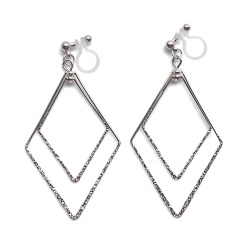 "<img src=""comfortable-pierced-look-dangle-shiny-rotatable-textured-silver-double-square-diamond-hoop-invisible-clip-on-earrings-miyabigrace-e5a4bee880b3e792b0-e5a4bee5bc8fe880b3e792b0.jpg"" alt=""pierced look and comfortable Comfortable and pierced look dangle silver double diamond square hoop invisible clip on earrings by MiyabiGrace 耳環夾 ノンホールピアス 夾式耳環""/>"