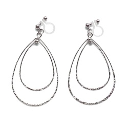 "<img src=""comfortable-pierced-look-dangle-shiny-rotatable-textured-silver-double-teardrop-hoop-invisible-clip-on-earrings-miyabigrace-e5a4bee880b3e792b0-e5a4bee5bc8fe880b3e792b0-e382a41.jpg"" alt=""pierced look and comfortable Comfortable and pierced look dangle silver double teardrop hoop invisible clip on earrings by MiyabiGrace 耳環夾 ノンホールピアス 夾式耳環""/>"