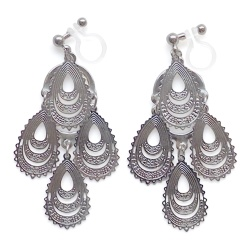 """<img src=""""comfortable-pierced-look-dangle-silver-chandelier-filigree-boho-bohemian-invisible-clip-on-earrings-miyabigrace2.jpg"""" alt=""""pierced look and comfortable Comfortable and pierced look dangle silver chandelier filigree boho bohemian invisible clip on earrings By MiyabiGrace 夾耳環 ノンホールピアス""""/>"""