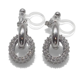 "<img src=""comfortable-pierced-look-dangle-silver-hoop-ring-cubic-zirconoa-crystal-pave-invisible-clip-on-earrings-miyabigrace7.jpg"" alt=""pierced look and comfortable Comfortable and pierced look Bridal wedding silver dangle cubic zirconia crystal pave cz hoop ring invisible clip on earrings MiyabiGrace 夾耳環 ノンホールピアス""/>"