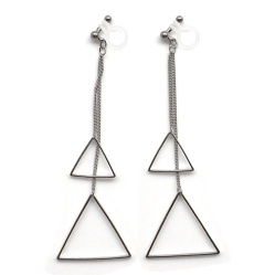 "<img src=""comfortable-pierced-look-dangle-silver-triangle-geometric-invisible-clip-on-earrings-miyabigrace2.jpg"" alt=""pierced look and comfortable Comfortable and pierced look dangle silver triangle geometric invisible clip on earrings MiyabiGrace 夾耳環 ノンホールピアス""/>"
