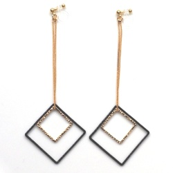 "<img src=""comfortable-pierced-look-dangle-square-gold-black-hoop-invisible-clip-on-earrings8.jpg"" alt=""pierced look and comfortable Comfortable and pierced look dangle gold and black invisible clip on double square hoop minimal earrings 夾耳環 ノンホールピアス MiyabiGrace""/>"