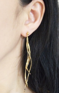 "<img src=""comfortable-pierced-look-gold-thread-threader-bar-invisible-clip-on-earrings-miyabigrace-25.jpg"" alt=""pierced look and comfortable Comfortable and pierced look dangle gold thread threader bar invisible clip on earrings MiyabiGrace 夾耳環 ノンホールピアス""/>"