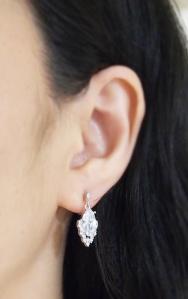 "<img src=""cz-crystal-cubic-zirconia-diamond-wedding-invisible-clip-on-earrings11.jpg"" alt=""pierced look and comfortable wedding and bridal Cubic zirconia diamond invisible clip on earrings""/>"