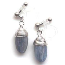 "<img src=""dangle-blue-kyanite-gemstone-invisible-clip-on-earrings-miyabigrace4.jpg"" alt=""pierced look and comfortable dangle denim blue kyanite gemstone invisible clip on earrings""/>"