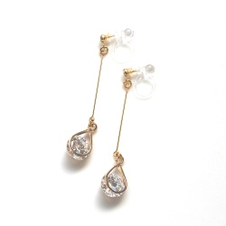 "<img src=""dangle-gold-cubic-zirconia-crystal-invisible-clip-on-earrings-non-pierced2.jpg"" alt=""pierced look and comfortable Wedding bridal Dangle gold tone cubic zirconia crystal invisible clip on earrings non pierced earrings""/>"