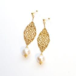 "<img src=""dangle-gold-filigree-light-beige-cotton-pearl-invisible-clip-on-earrings"" alt=""pierced look and comfortable Dangle Gold Filigree & Cotton Pearl Invisible Clip on Earrings, Bridal Pearl Clip on Earrings,""/>"