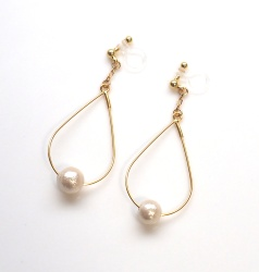 "<img src=""dangle-gold-hoop-light-beige-cotton-pearl-invisible-clip-on-earrings-non-pierced-earrings"" alt=""pierced look and comfortable Dangle Gold tone Hoop Cotton Pearl Invisible Clip on Earrings, Bridal Pearl Clip Earrings""/>"