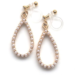 "<img src=""dangle-gold-hoop-white-pearl-invisible-clip-on-earrings-non-pierced10.jpg"" alt=""pierced look and comfortable Pearl Invisible Clip On Earrings, Bridal Pearl Clip Earrings, Wedding Clip-On Earrings, Non Pierced Earrings, Comfortable Clip-ons""/>"
