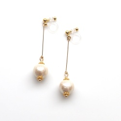 "<img src=""dangle-gold-light-beige-cotton-pearl-invisible-clip-on-earrings-non-pierced-earrings"" alt=""pierced look and comfortable Dangle Light Beige wedding bridal Cotton Pearl Invisible Clip On Earrings""/>"