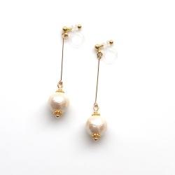 "<img src=""dangle-gold-light-beige-cotton-pearl-invisible-clip-on-earrings-non-pierced-earrings"" alt=""pierced look and comfortable Dangle Light Beige wedding bridal Cotton Pearl Invisible Clip On Earrings""/>"