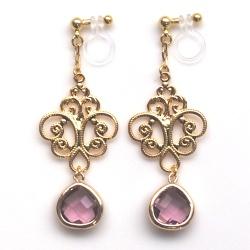 "<img src=""dangle-gold-motif-purple-teadrop-crystal-invisible-clip-on-earrings-miyabigrace-3.jpg"" alt=""pierced look and comfortable Wedding bridal Dangle Gold Motif with Purple Crystal Invisible Clip On Earrings non pierced earrings""/>"