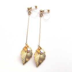 "<img src=""dangle-long-gold-leaf-crystal-invisible-clip-on-earrings-miyabigrace-non-pierced3.jpg"" alt=""pierced look and comfortable dangle gold leaf and crystal invisible clip on earrings""/>"
