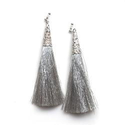 "<img src=""dangle-long-silver-tassel-invisible-clip-on-earrings42.jpg"" alt=""pierced look and comfortable Long dangle silver tassel invisible clip on earrings""/>"