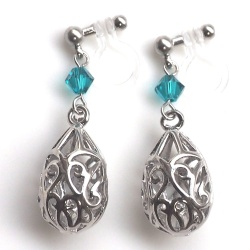 "<img src=""dangle-openwork-silver-teadrop-blue-swarovski-crystal-invisible-clip-on-earrings8.jpg"" alt=""pierced look and comfortable dangle silver openwork teardrop and swarovski crystal invisible clip on earrings""/>"