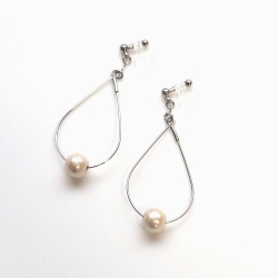 "<img src=""dangle-silver-hoop-light-beige-cotton-pearl-invisible-clip-on-earrings-non-pierced-earrin"" alt=""pierced look and comfortable Dangle Silver tone Hoop Cotton Pearl Invisible Clip on Earrings""/>"
