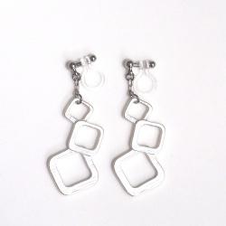 "<img src=""dangle-three-square-silver-motif-invisible-clip-on-earrings-non-pierced4.jpg"" alt=""pierced look and comfortable Dangle Matte Silver Square Invisible Clip On Earrings""/>"