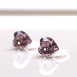 "<img src=""heart-shape-light-purple-light-amethyst-swarovski-crystal-invisible-clip-on-earrings-non-pierced-3.jpg"" alt=""pierced look and comfortable swarovski crystal heart shape light purple amethyst invisible clip on earrings""/>"