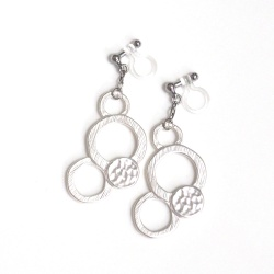 """<img src=""""matte-silver-bubble-statement-circle-invisible-clip-on-earrings-non-pierced-3.jpg"""" alt=""""pierced look and comfortable Dangle Matte Silver Bubble Invisible Clip On Earrings""""/>"""