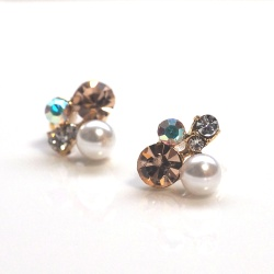 """<img src=""""orange-crystal-and-white-pearl-stud-invisible-clip-on-earrings-non-pierced-3.jpg"""" alt=""""pierced look and comfortable Wedding bridal White Orange Crystal Rhinestone and White Pearl Invisible Clip On Earrings non pierced earrings""""/>"""