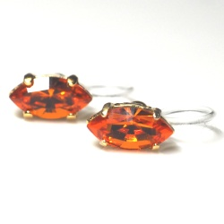 "<img src=""orange-diamond-marquise-swarovski-crystal-invisible-clip-on-earrings-non-pierced6.jpg"" alt=""pierced look and comfortable Orange Diamond Marquise Swarovski Crystal Invisible Clip on Earrings""/>"