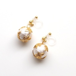 "<img src=""veil-gold-tiara-and-white-cotton-pearl-invisible-clip-on-earrings-non-pierced-earrings"" alt=""pierced look and comfortable Gold tone wedding bridal cotton pearl invisible clip on earrings non pierced earrings""/>"