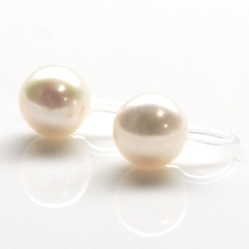"<img src=""white-freshwater-pearl-stud-invisible-clip-on-earrings-natural-pearl-clip-ons81.jpg"" alt=""pierced look and comfortable wedding and bridal White freshwater pearl stud invisible clip on earrings""/>"