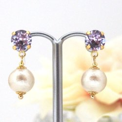 "<img src=""violet-swarovski-crystal-and-light-beige-japanese-invisible-clip-on-earrings_miyabigrace-4.jpg"" alt=""pierced look and comfortable Wedding bridal Violet Swarovski Crystal and Light beige Japanese invisible clip on earrings non pierced earrings""/>"