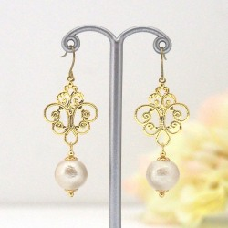 Gold tone rococo style light beige Japanese cotton pearl earrings